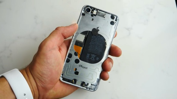 iPhone8の背面パネルを透明にしてしまう動画